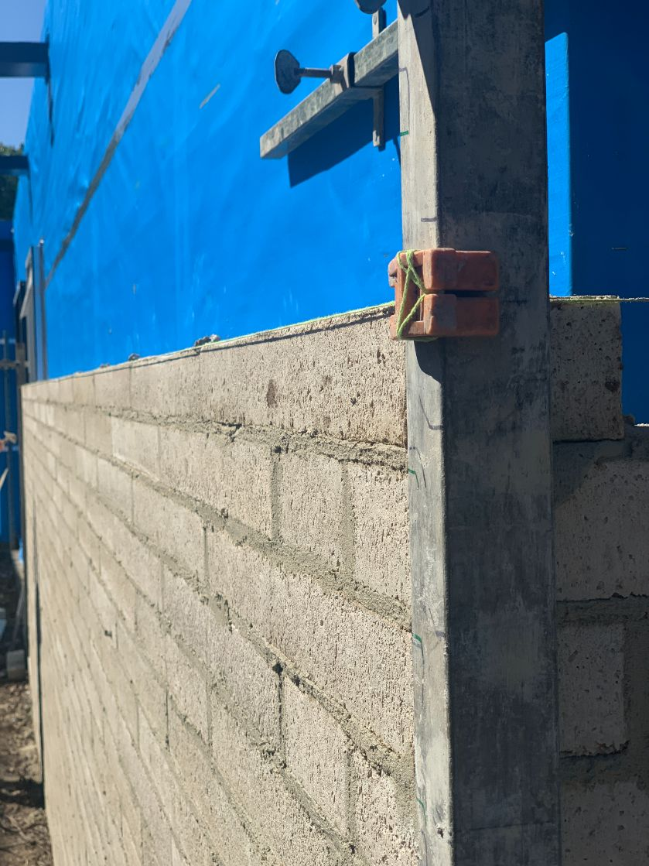 Bricklayers Ballarat working on a brick house in Delacombe Ballarat